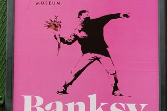 Banksy в Амстердаме: девочки с шарами. Микки Маус внутри удава. Иранское соседство