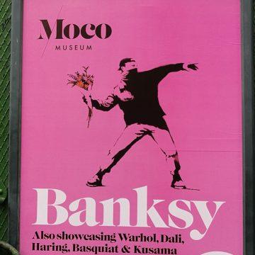 #BANKSY в Амстердаме: девочки с шарами, Микки Маус внутри удава, иранское соседство