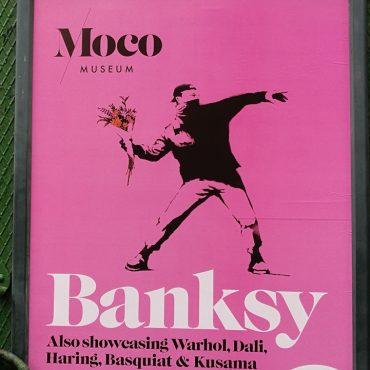 Banksy в Амстердаме: девочки с шарами, Микки Маус внутри удава, иранское соседство